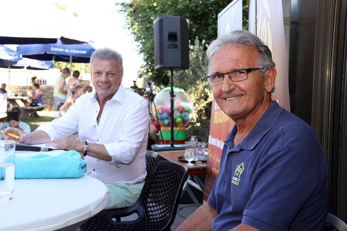 De duivel-doet-het-al én zanger mocht ook eens de microfoon in de hand nemen om te praten met presentator Paul Bruna., PADI/Daniël