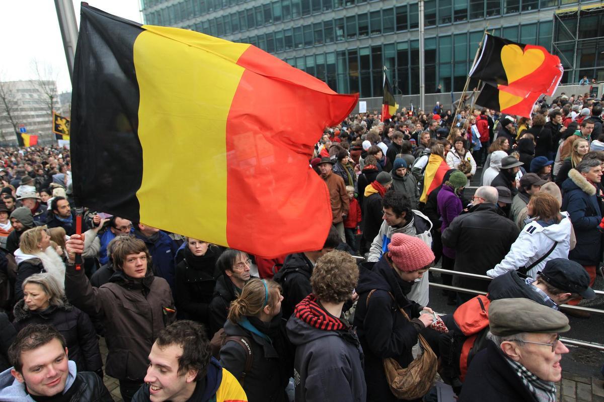 """Carl Devos over het uitblijven van acties: """"Herinner je de Shame-betoging door Brussel in 2010 of Koen Fillet (radiomaker bij de VRT, red.) die zijn baard liet staan zolang er geen regering was. We staan ondertussen verder in de tijd dan toen. En er gebeurt niets, hé."""", BELGA"""
