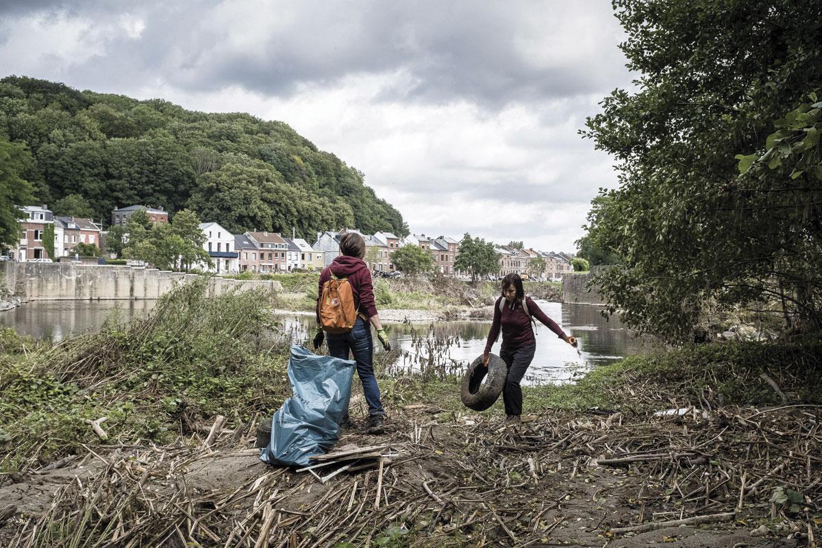 À Angleur, on continue encore de déblayer suite aux intempéries., Hans Lucas via AFP