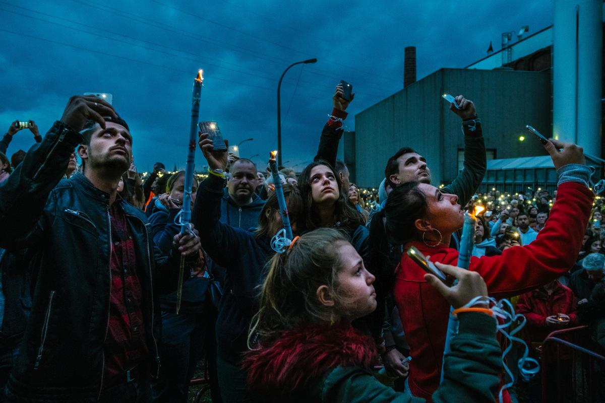 Wouter van Vooren maakte de beste nieuwsfoto: 'Stille wake voor Julie Van Espen', Nikon Press Photo Awards 2020