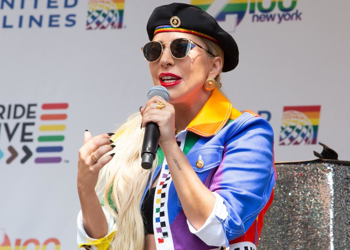 Lady Gaga vorige zomer in New York, met aan haar rechterhand een ring van het Belgische Bare Fine Jewelry., Isopix / Janet Mayer