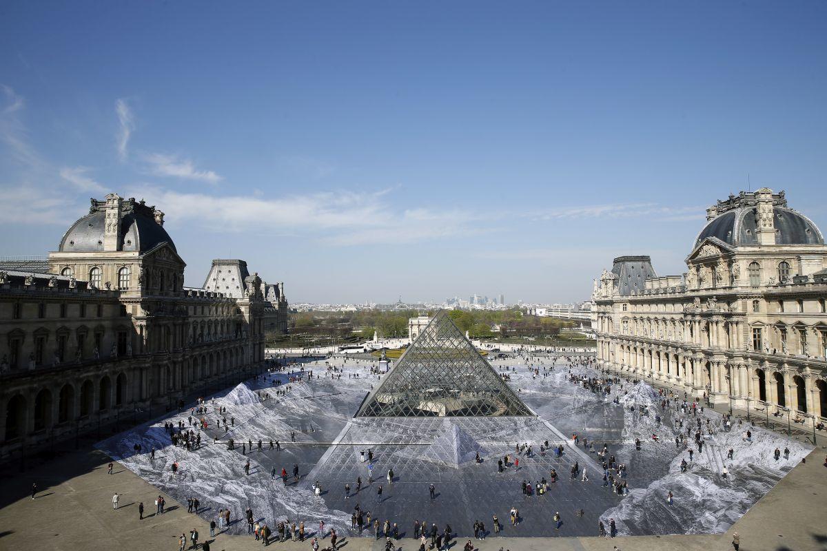 Louvre in 2019, ter ere van de dertigste verjaardag van de piramide., Getty Images