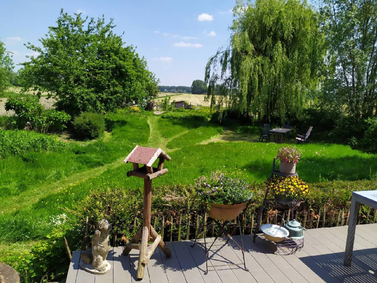 Veronique Verbrugge maaide mooie paadjes. Dat geeft een mooi zicht van op het terras., Veronique Verbrugge