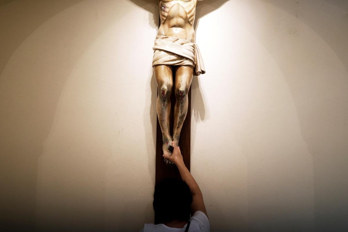 Een vrouw bidt in de Sao Francisco de Assis kerk in het Braziliaanse Sao Paulo (archiefbeeld), Reuters