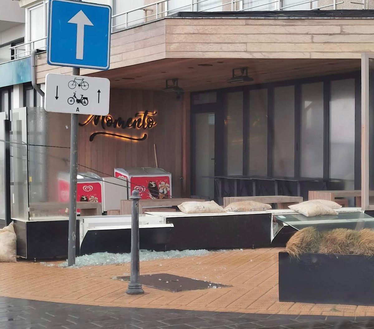 Ook bij bistro Momento in Mariakerke was de schade groot., foto DJ