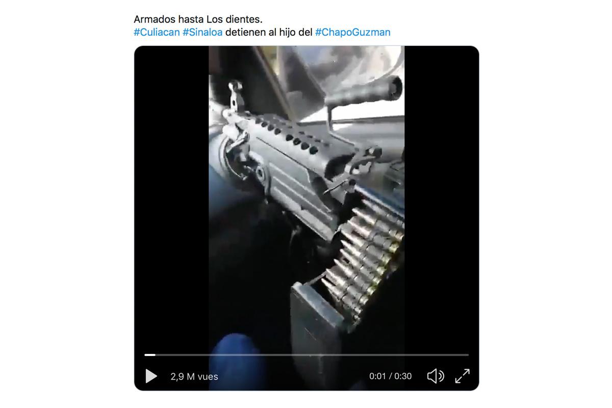 Een Amerikaans FN Minimi-geweer op de passagierszetel van leden van het Sinaloa-kartel., RV
