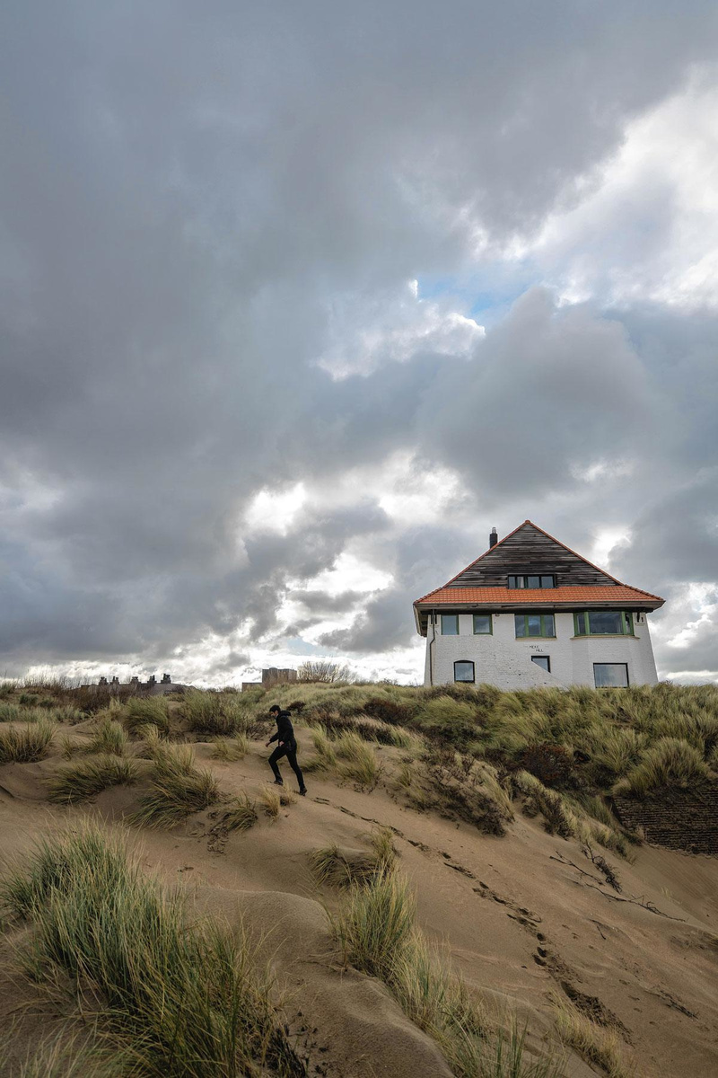 Wandelen langs de duinenvilla's., FRÉDÉRIC RAEVENS