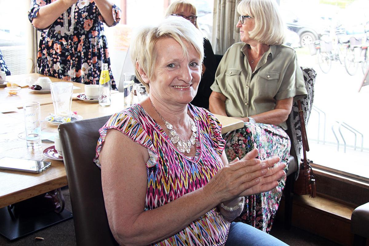 Sonja in De Kippe in Merkem, waar ze één keer per maand naartoe trekt om o.a. Paul Bruna aan het werk te zien., PADI/Daniël