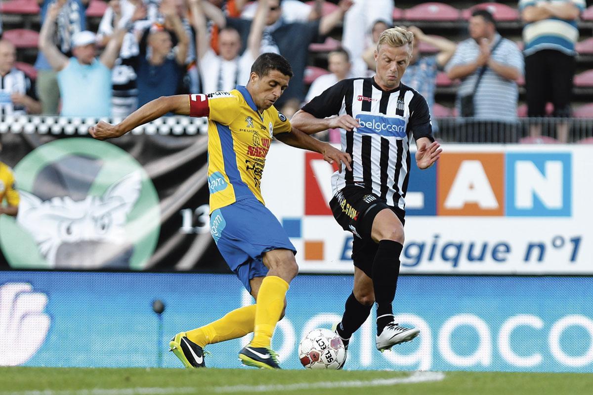 Avec Waasland-Beveren, face à Charleroi et David Pollet., BELGAIMAGE