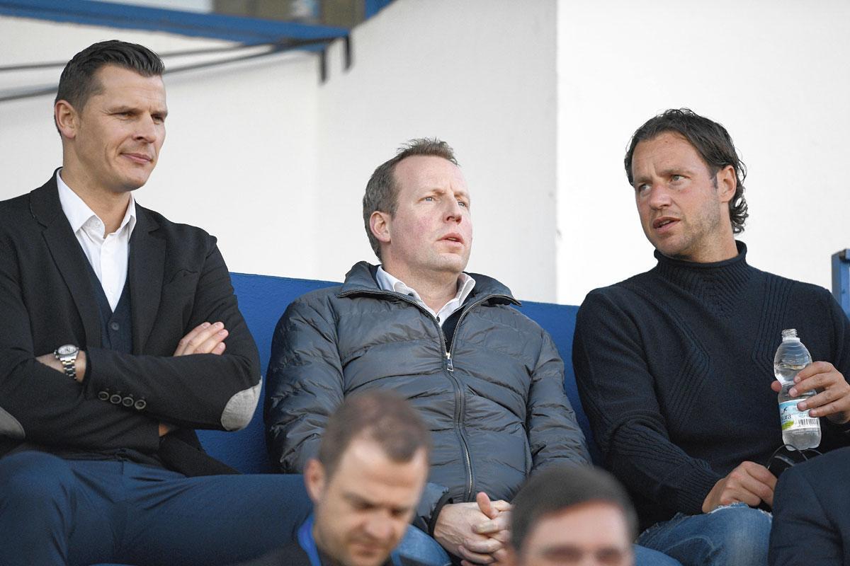 Bruno Venanzi, entouré de Daniel Van Buyten et Olivier Renard. Aucun des deux ex-Standardmen n'est resté très longtemps en poste., BELGAIMAGE