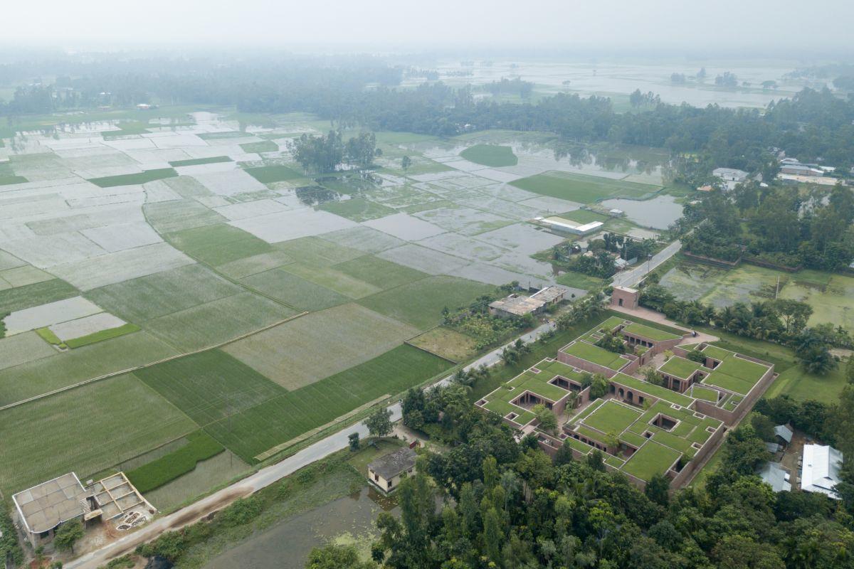 Friendship Centre tussen de rijstvelden bij Gaibandha in Bangladesh, Iwan Baan