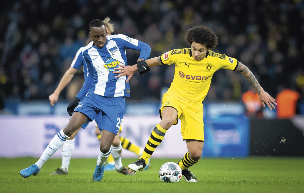 Du Belge en Bundesliga : Lukebakio au duel avec Axel Witsel., GETTY