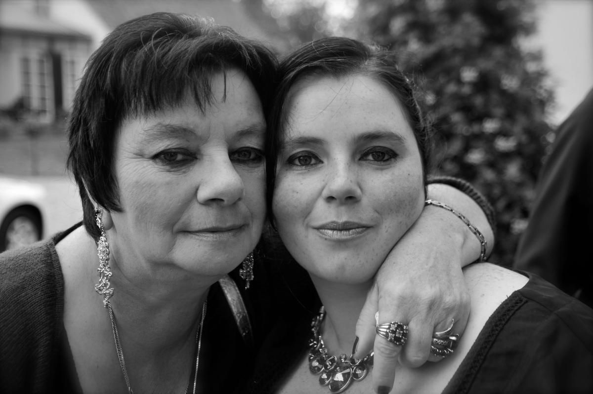 Vanessa (rechts) en haar mama., Bart Vermaercke