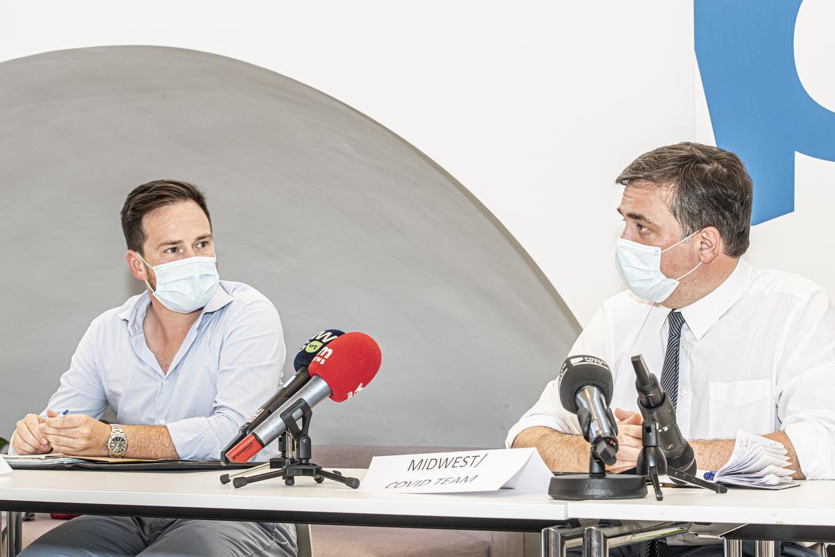 Burgemeester Declercq benadrukt dat alle besmette patiënten vanuit het Covid-team een bezoek zullen krijgen., JOKE COUVREUR