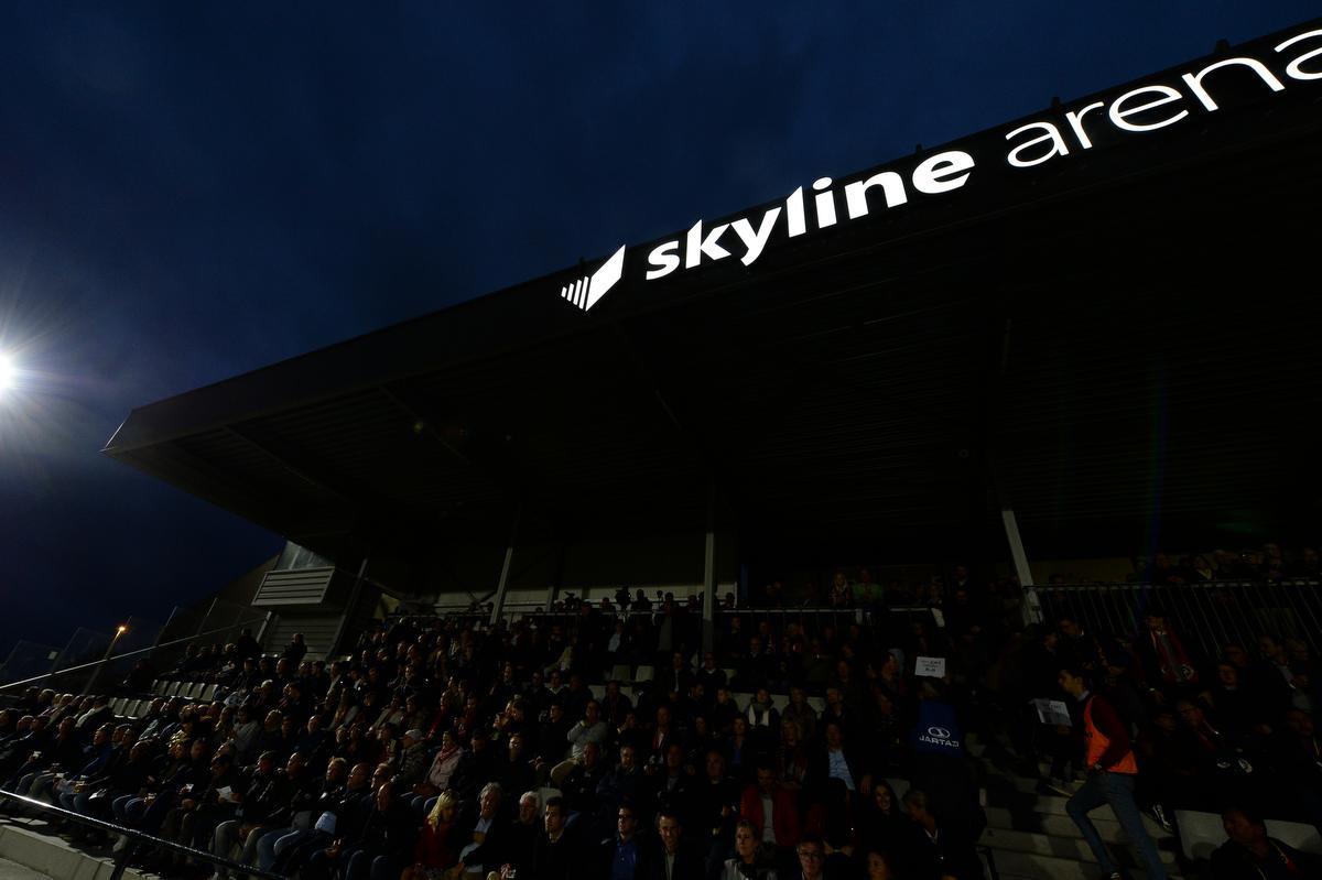 De verlichte Skyline Arena op de avond van Mandel United - KV Oostende., BELGA