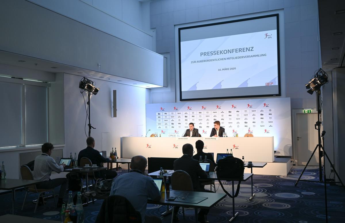 Persconferentie van de Duitse Profliga (DFL) met Christian Seifert (links)., Arne Dedert/dpa Pool/dpa