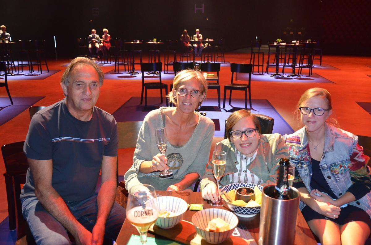 Johan, Annick, de jarige Manou (24) en Marie uit Halen (Limburg)., PADI/Daniël