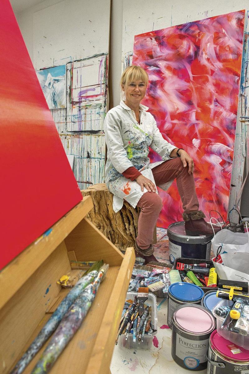 In haar atelier in Muizen., JERRY DE BRIE