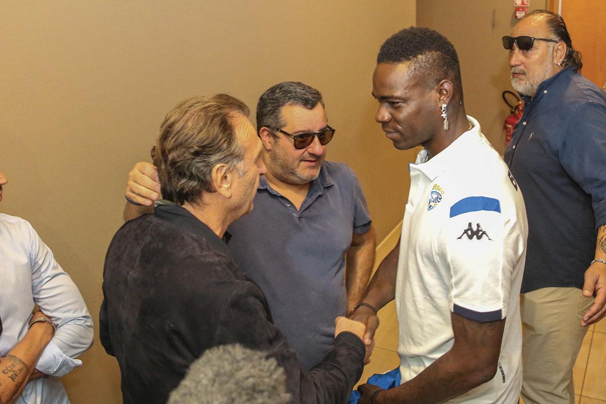 Mino Raiola met Mario Balotelli: 'Ik heb schijt aan mijn imago. Wat mijn familie, spelers en een paar vrienden van me vinden, is het enige wat me interesseert.', belgaimage