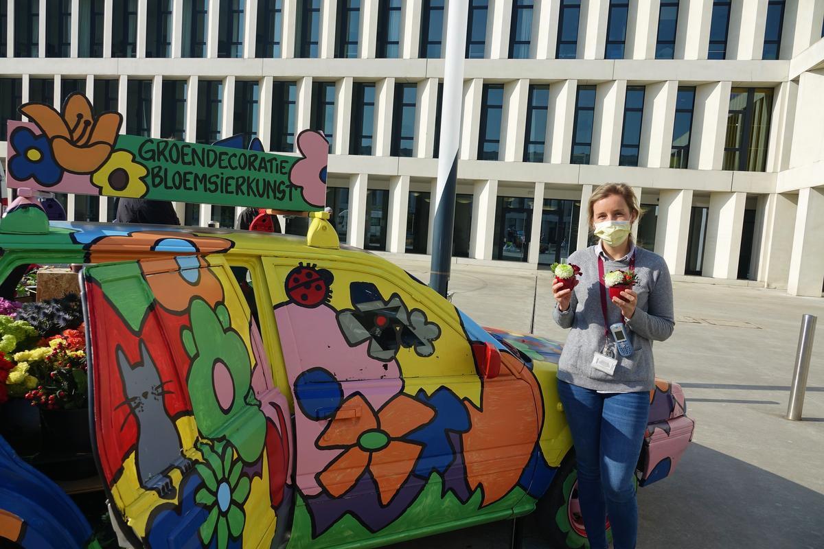 Aurélie Strypstein is blij dat ze haar woning kan opfleuren met wat groen., AN