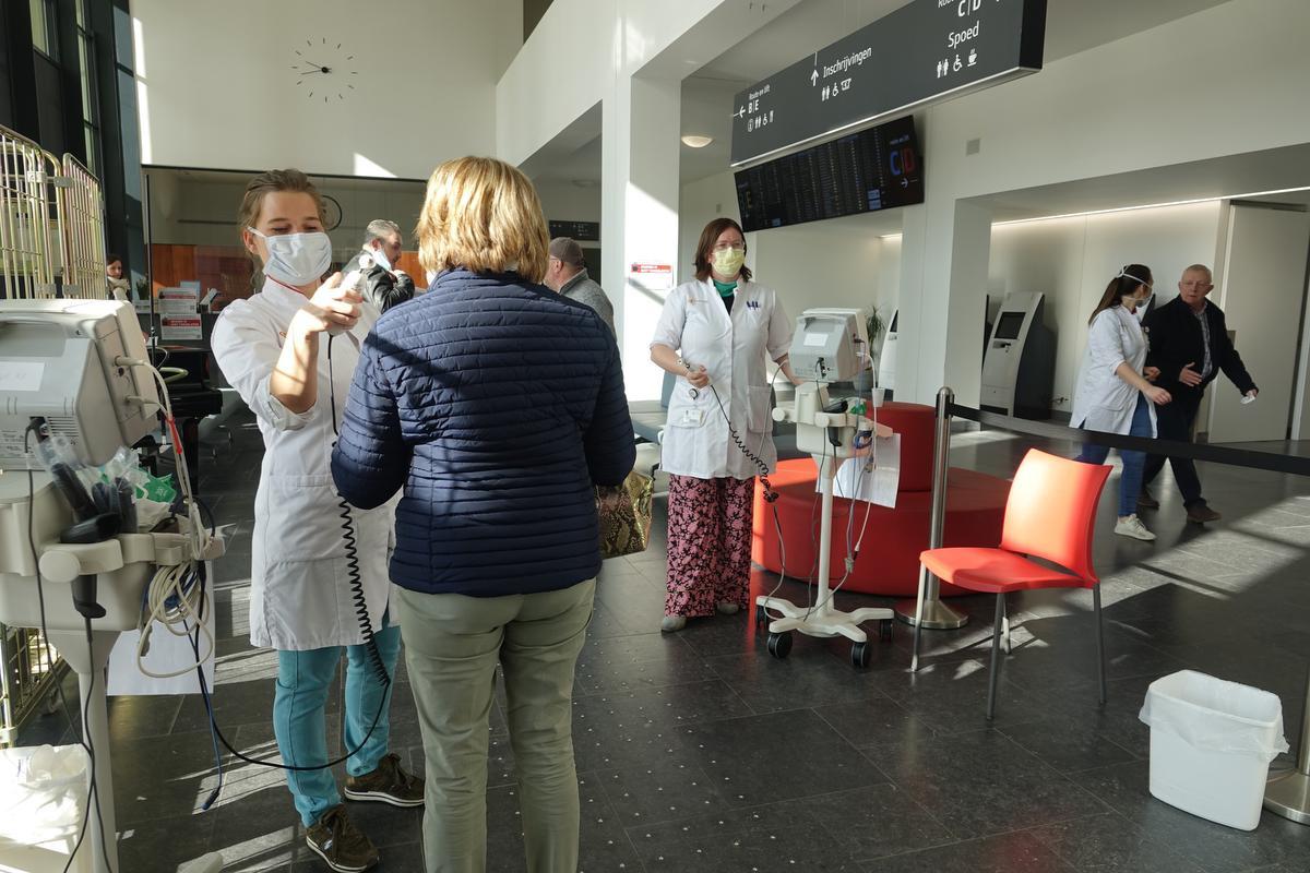 Vanaf volgende week zal de temperatuur van mensen die in het ziekenhuis moeten zijn, niet meer nagekeken worden., AN