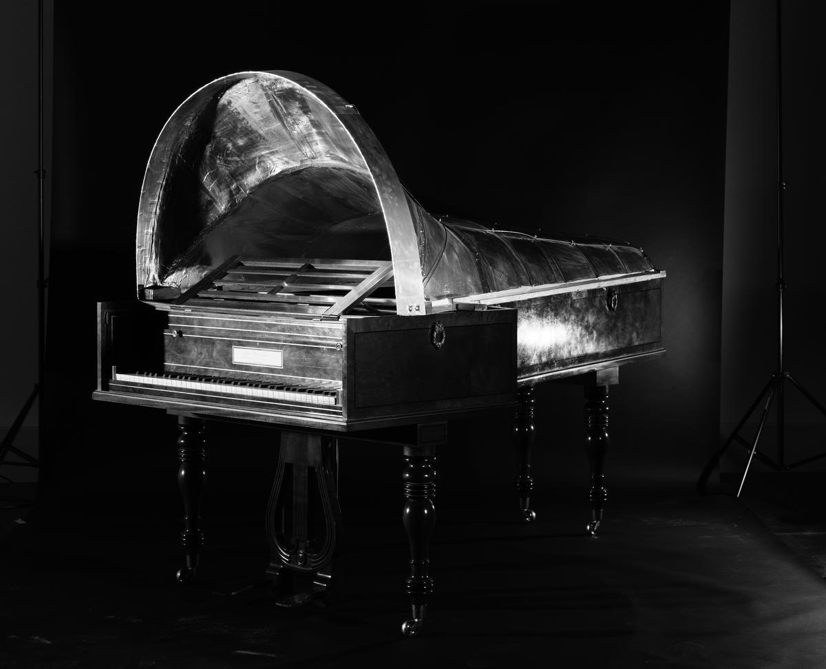 Replica van Beethoven's 1817 John Broadwood & Sons piano (Chris Maene, 2013), met reconstructie van Beethoven's Gehörmaschine., Pieter Peeters