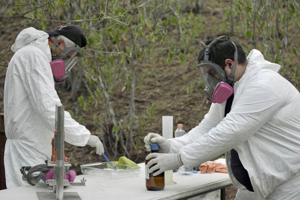 Artisanaal clandestien fentanyl-labo van het Sinaloa-kartel in de bergen rond Culiaca?n, Forbidden Stories