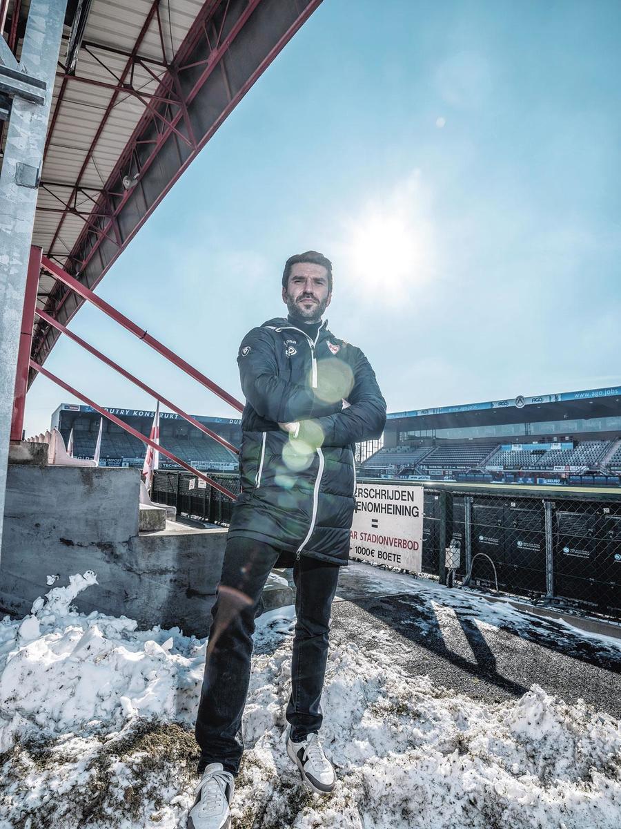 """Luka Elsner: """"Si j'étais supporter d'un club et que je voyais débarquer un jeune homme de 37 ans sur mon banc, je me demanderais bien qui est ce type."""", INGE KINNET"""