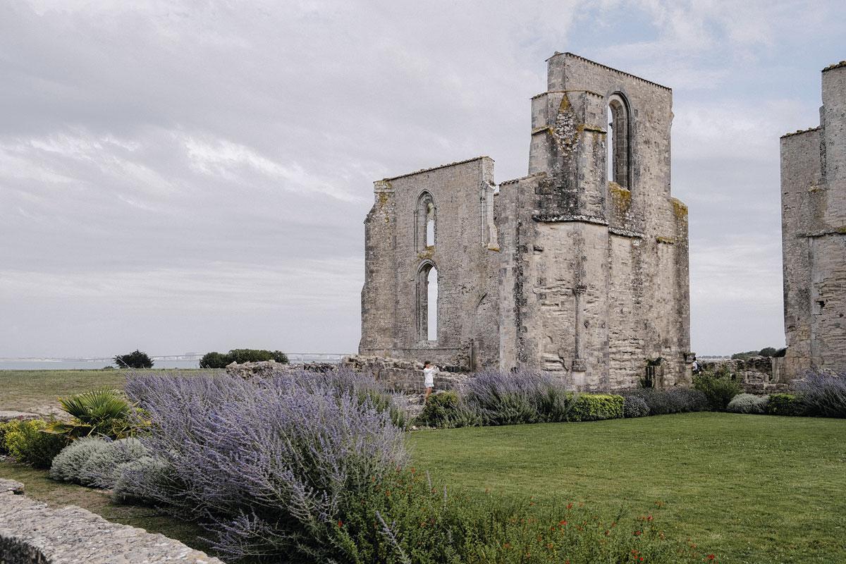 Les vestiges de l'abbaye des Châteliers., MAUD SIMON
