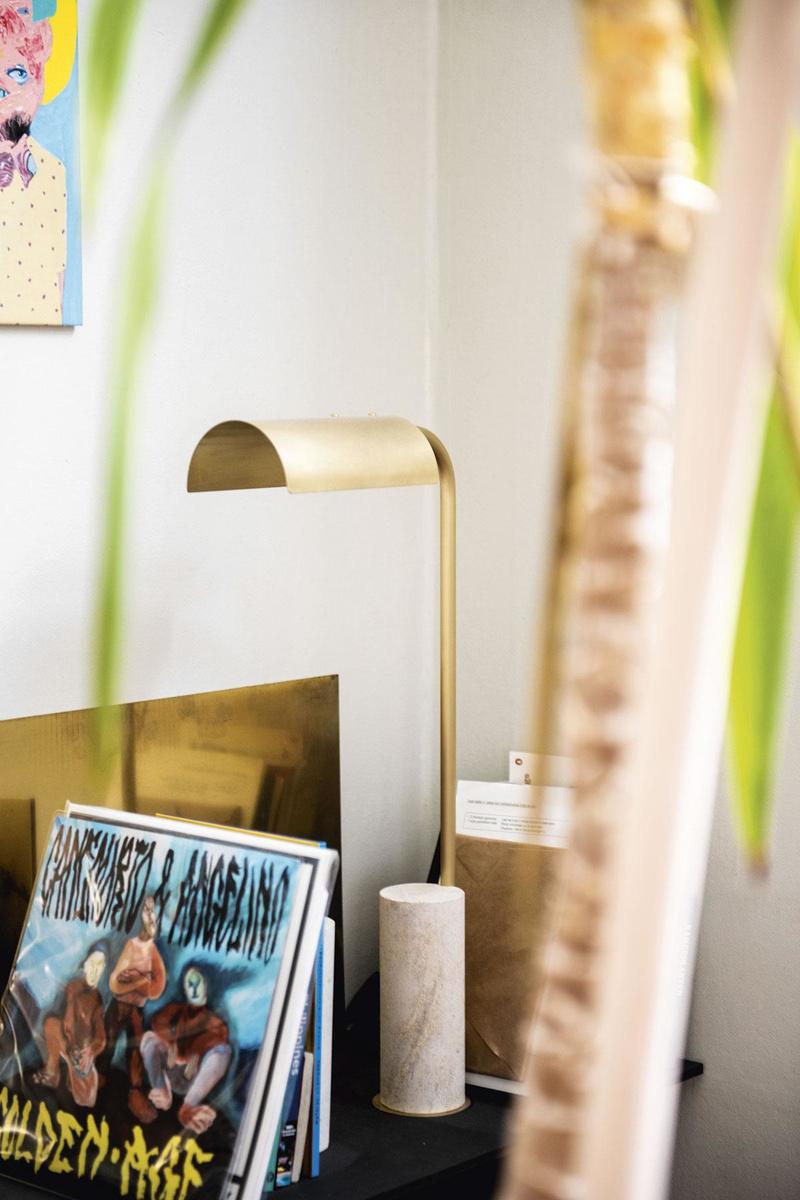 La lampe de table Alix fait partie de la première collection vol+maakt, taillée dans la pierre par Compaan., AARON LAPEIRRE