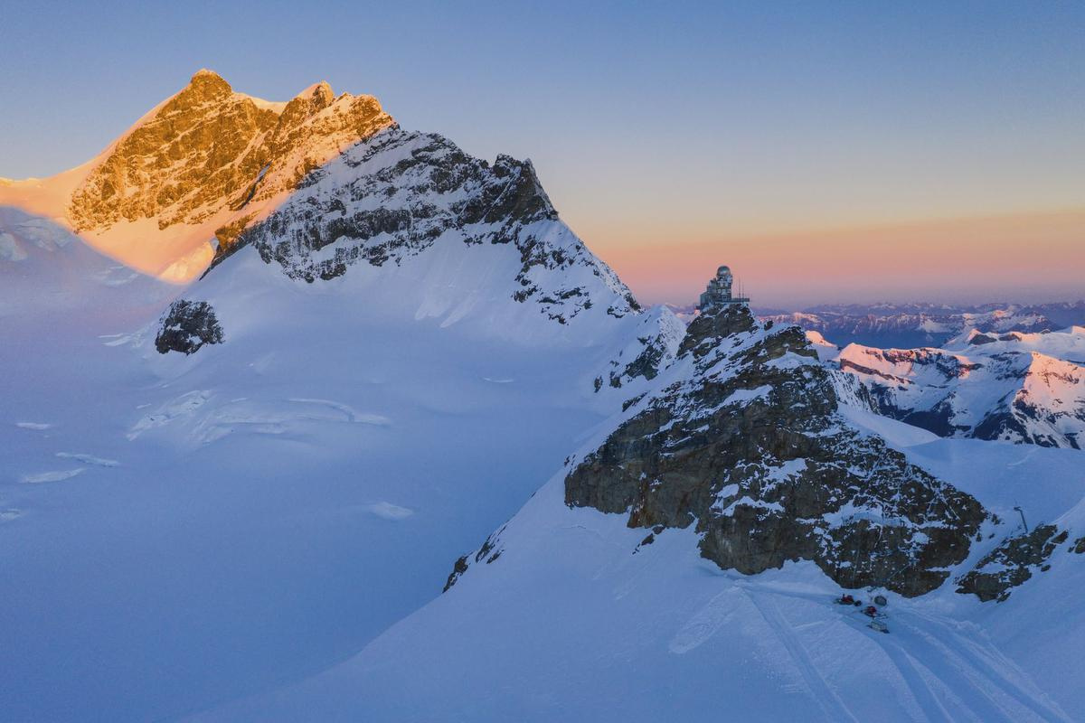 De vierduizend meter hoge top genaamd Jungfrau, Caroline Fink