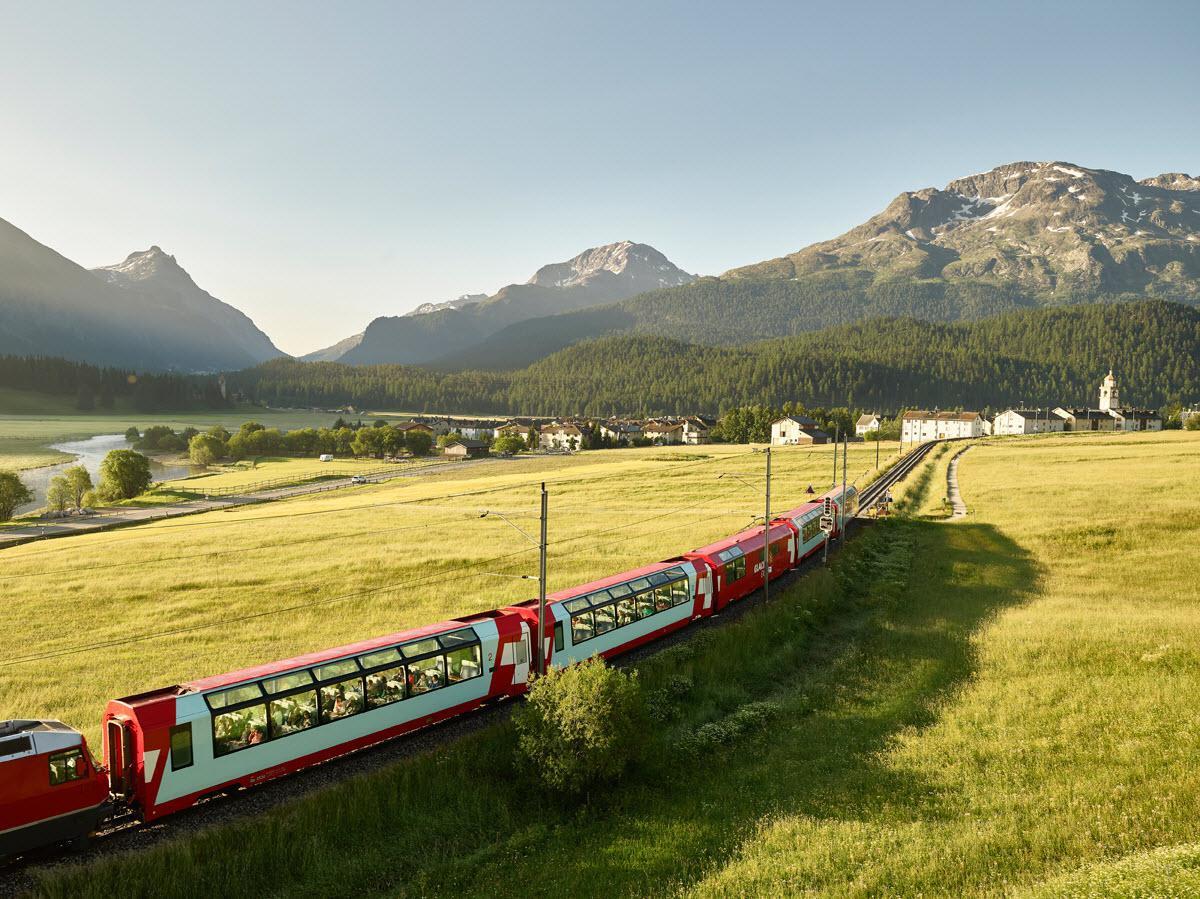 Glacier Express in Engadin, Graubünden, Stefan Schlumpf