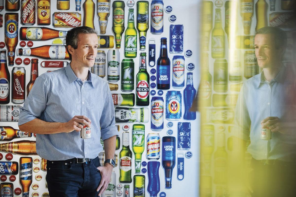 """DAVID DE SCHUTTER """"Met digitaal geprinte etiketten kun je elk flesje individueel aanpassen."""", DIETER TELEMANS"""