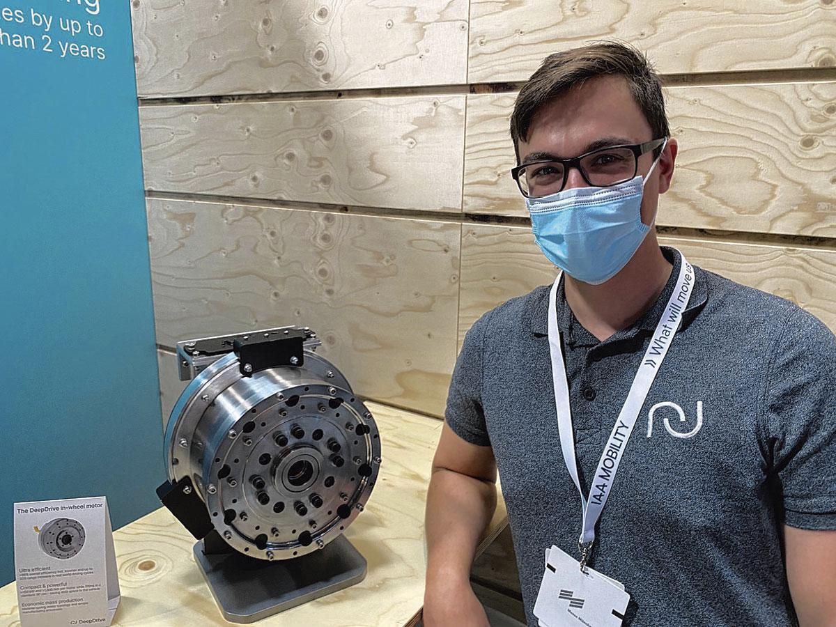 Maximilian Habersbrunner, cofondateur de DeepDrive, devant son moteur à installer dans les moyeux., photos: RVA