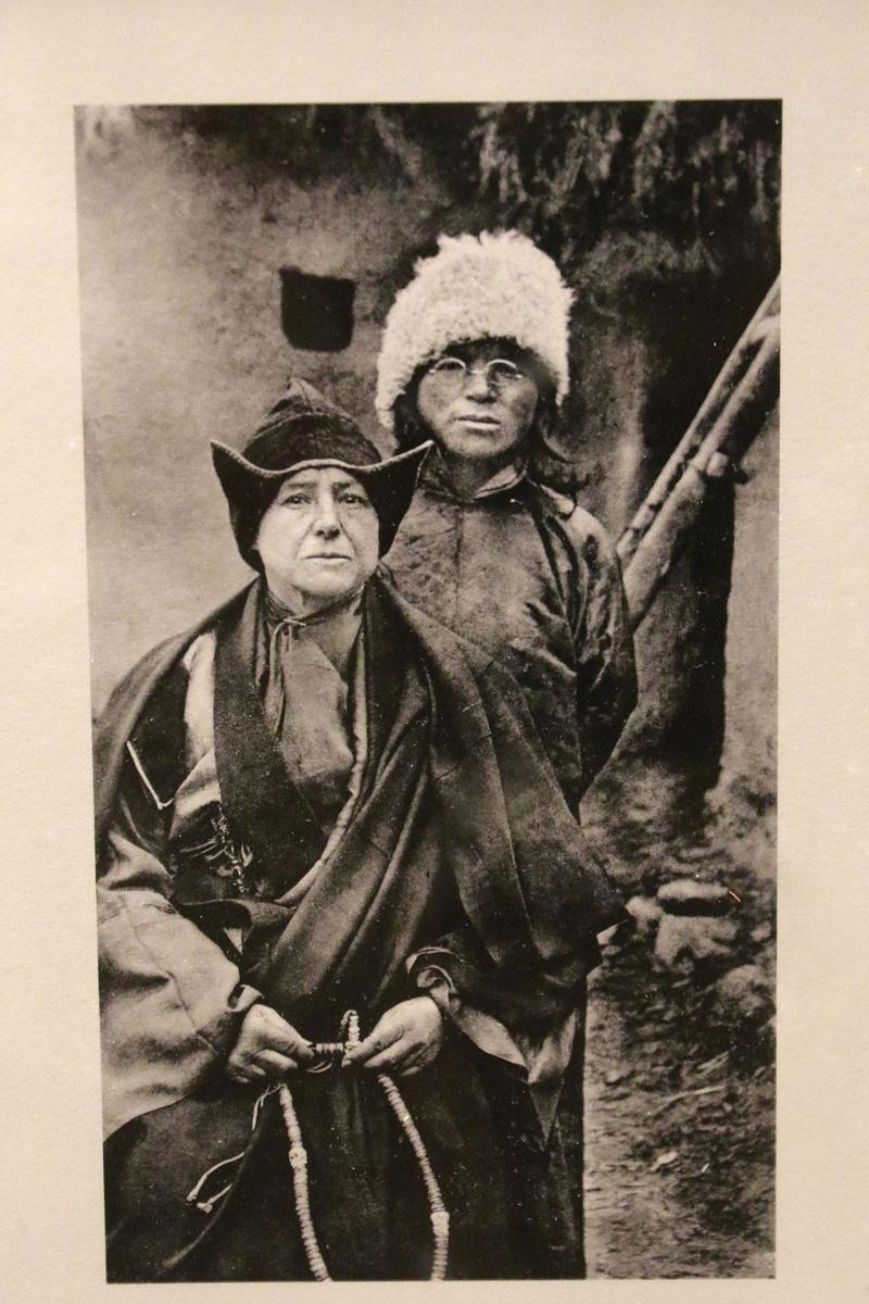 Alexandra David-Néel (1868-1969), cantatrice, orientologue, exploratrice, essayiste ou encore romancière, elle fut la première femme occidentale à pénétrer dans la capitale tibétaine, Lhassa - ici avec son fils adoptif, Aphur Yongden., BELGA image
