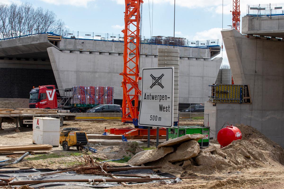De Oosterweelwerken ter hoogte van Zwijndrecht op 2 april 2021., Belga