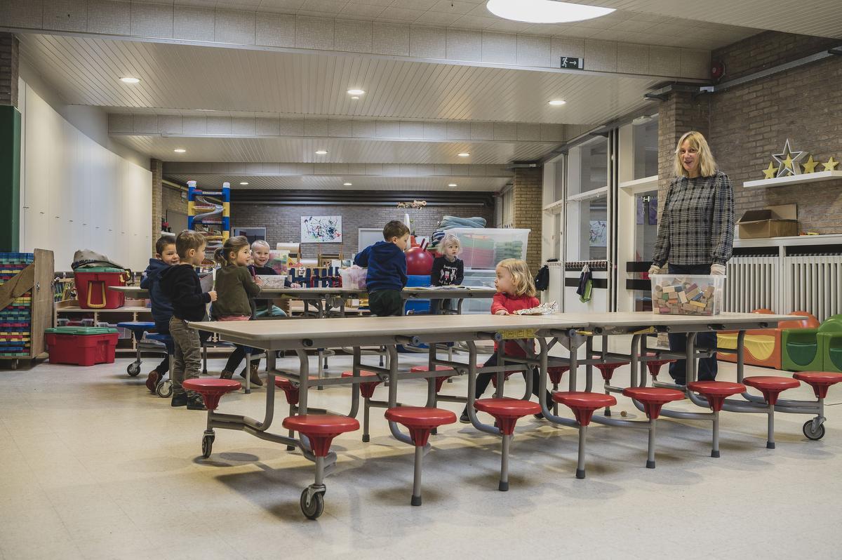 """Veel kleuters en leerlingen verwachten de directeurs maandag niet. """"39 kleuters en 38 kinderen uit het lager. Normaal moeten er hier zo'n 470 rondlopen"""", zegt Ilse Desmet., Olaf Verhaeghe"""