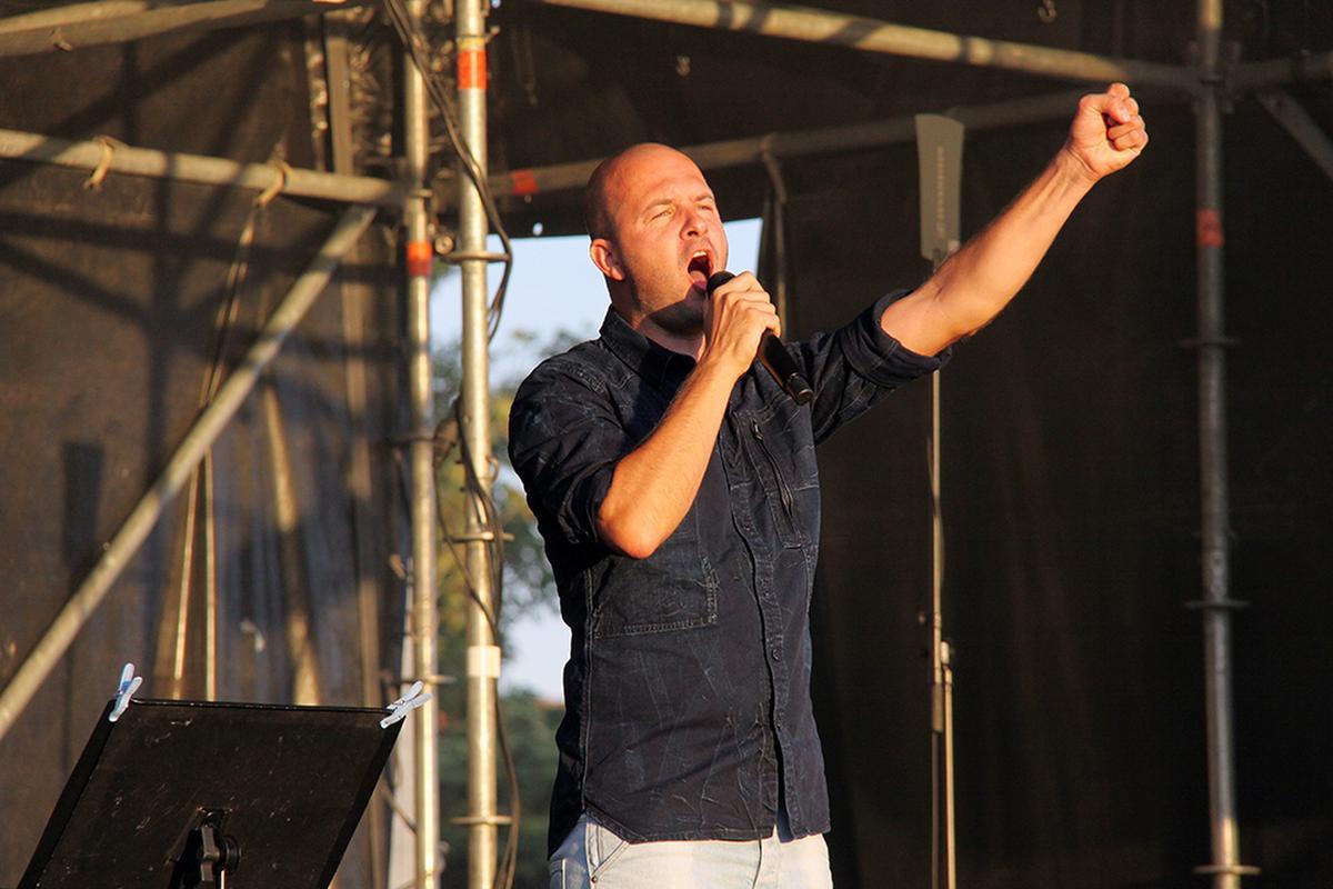 Stan Van Samang zong speciaal voor Miguel 'Happy Birthday'., PADI/Daniël