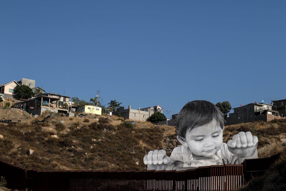 Kunstwerk in Californië op de grens met Mexico uit 2017., Getty Images