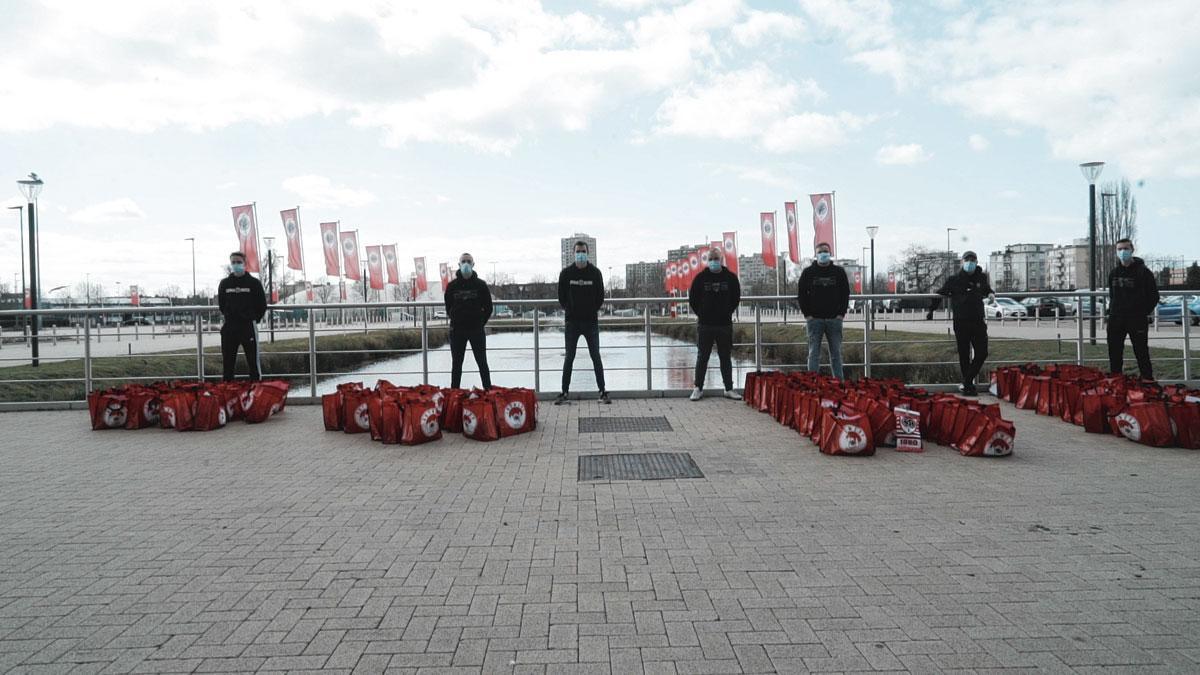 À l'Antwerp, différentes initiatives ont été prises pour venir en aide à la population., PG