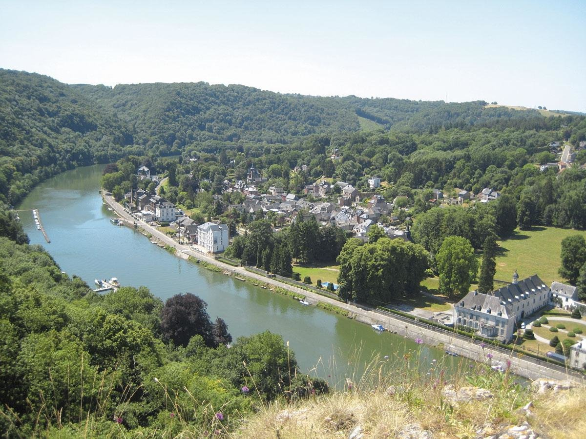 Vue sur Waulsort et la vallée de la Meuse, depuis les ruines du Château Thierry., SDP / OTH / Christian Maes
