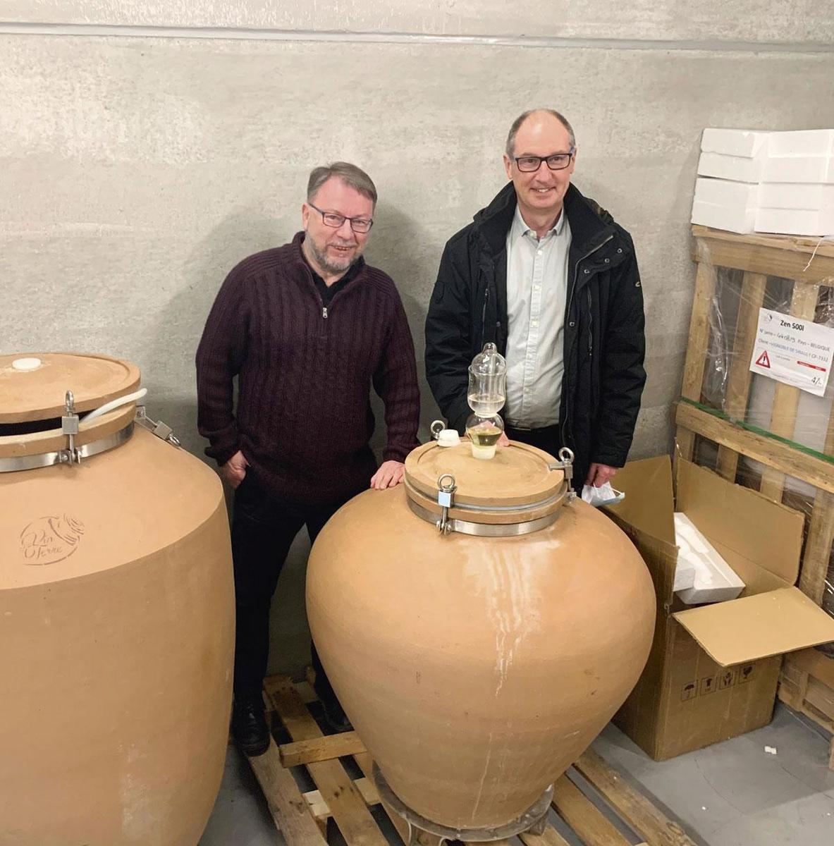 """Thierry Vangulick et Jean-Christophe Vanderelst (Vignoble De Sirault): """"Quand nous avons démarré la souscription pour les coopérateurs B, à raison de 500 euros la part et 10 parts maximum par personne, nous avons été surpris par son succès."""", PG"""