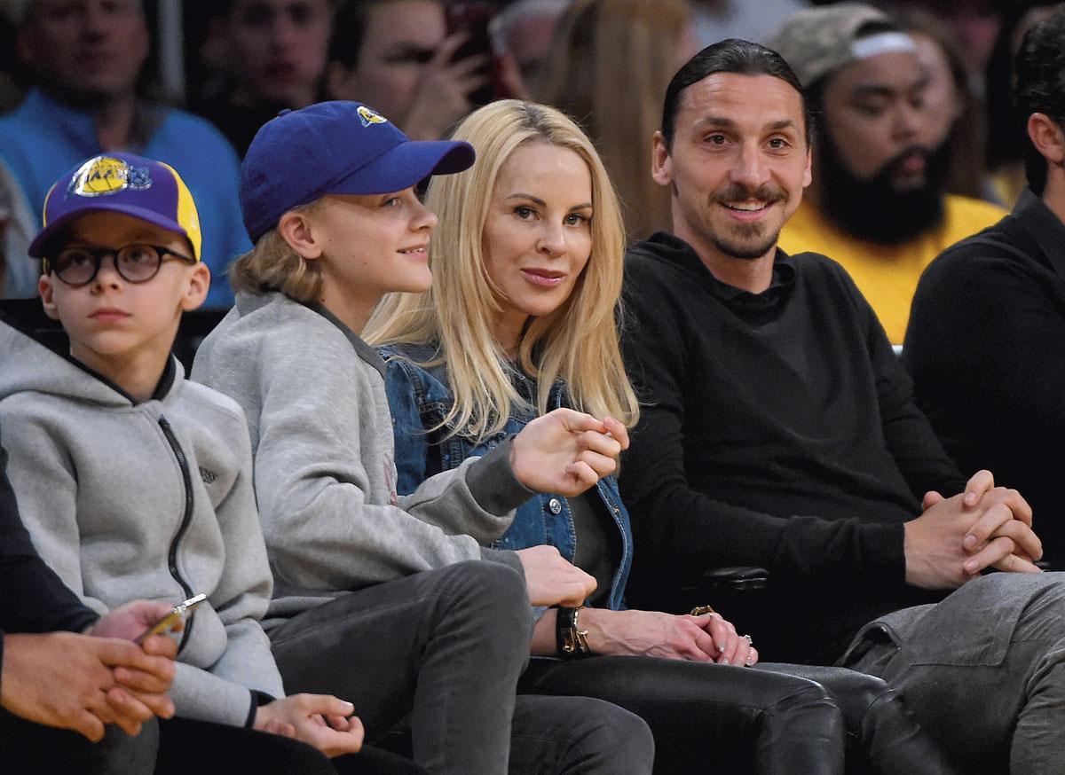 Zlatan avec son épouse Helena Seger et leurs deux fils, Vincent (à gauche) et Maximilian., BELGAIMAGE