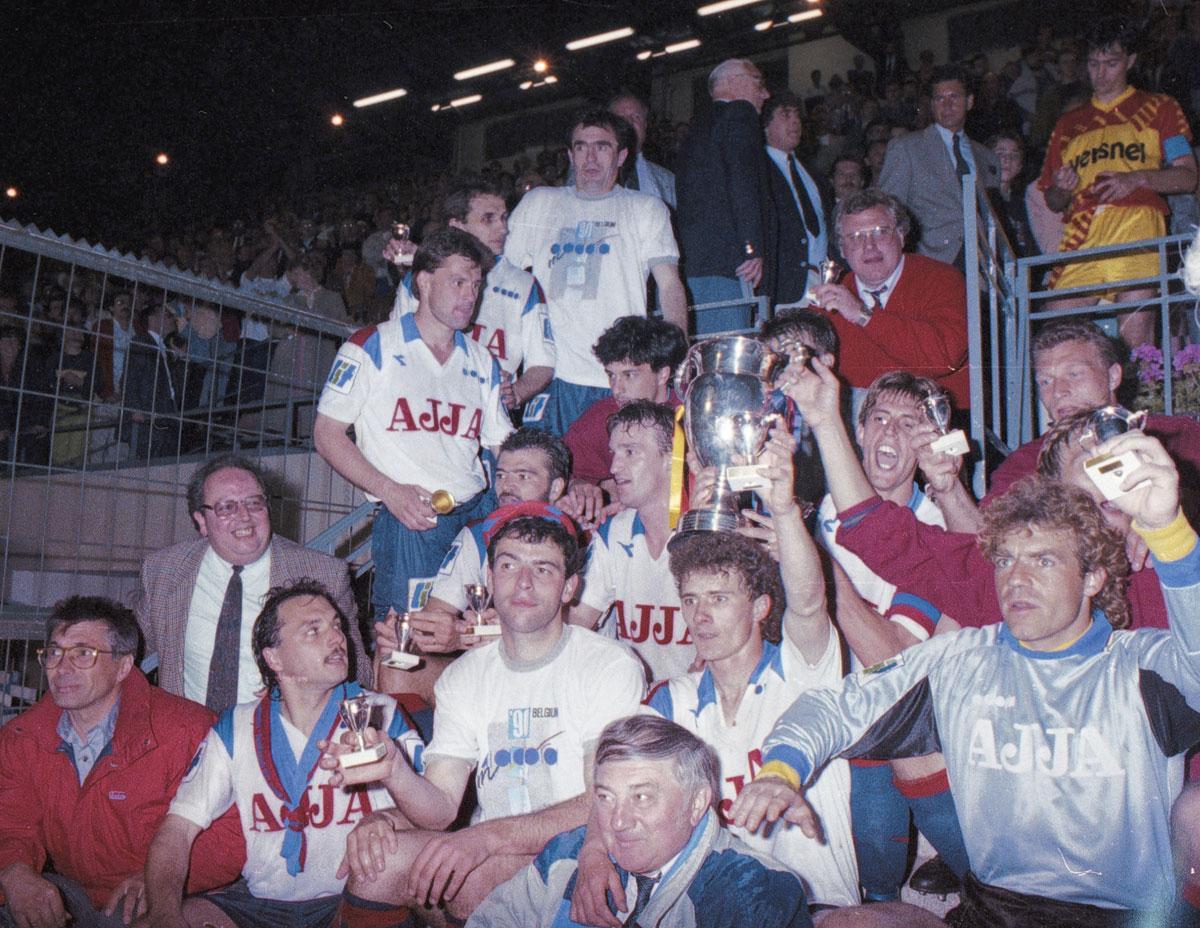 Jean-François de Sart, hier achter Danny Boffin, won in 1990 de beker met Club Luik., CHRISTOPHE KETELS
