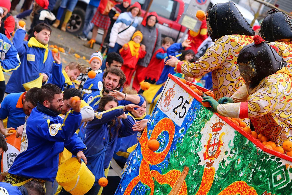 La bataille fait rage dans les rues d'Ivrea, Storico Carnevale di Ivrea