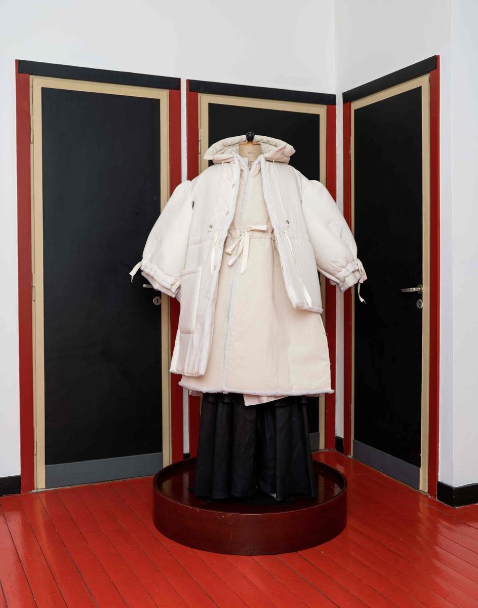 Le vêtement d'époque par Eva Velazquez, à la Zwart huis à Knokke, SDP