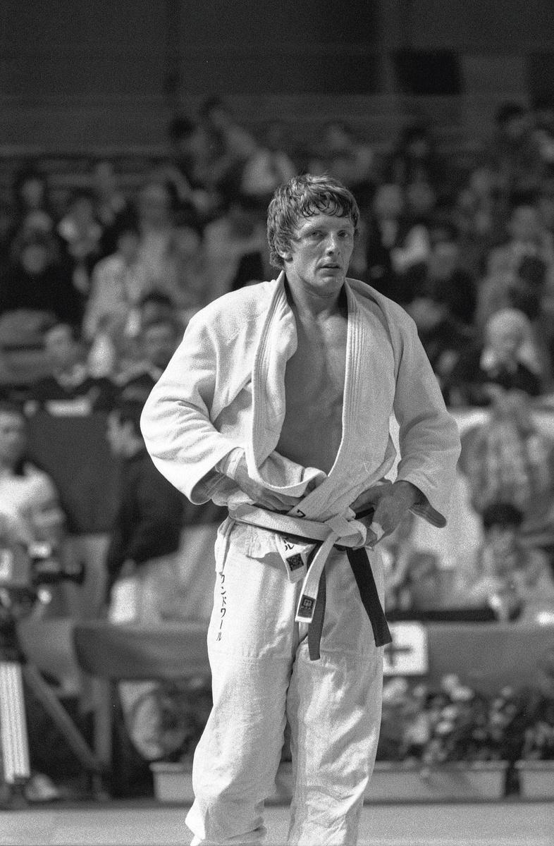 Robert Van de Walle tijdens het Europees kampioenschap in Luik van 1984, waar hij zilver en brons pakte in respectievelijk de klasse tot 95 kg en de open klasse., INGE KINNET en BELGAIMAGE