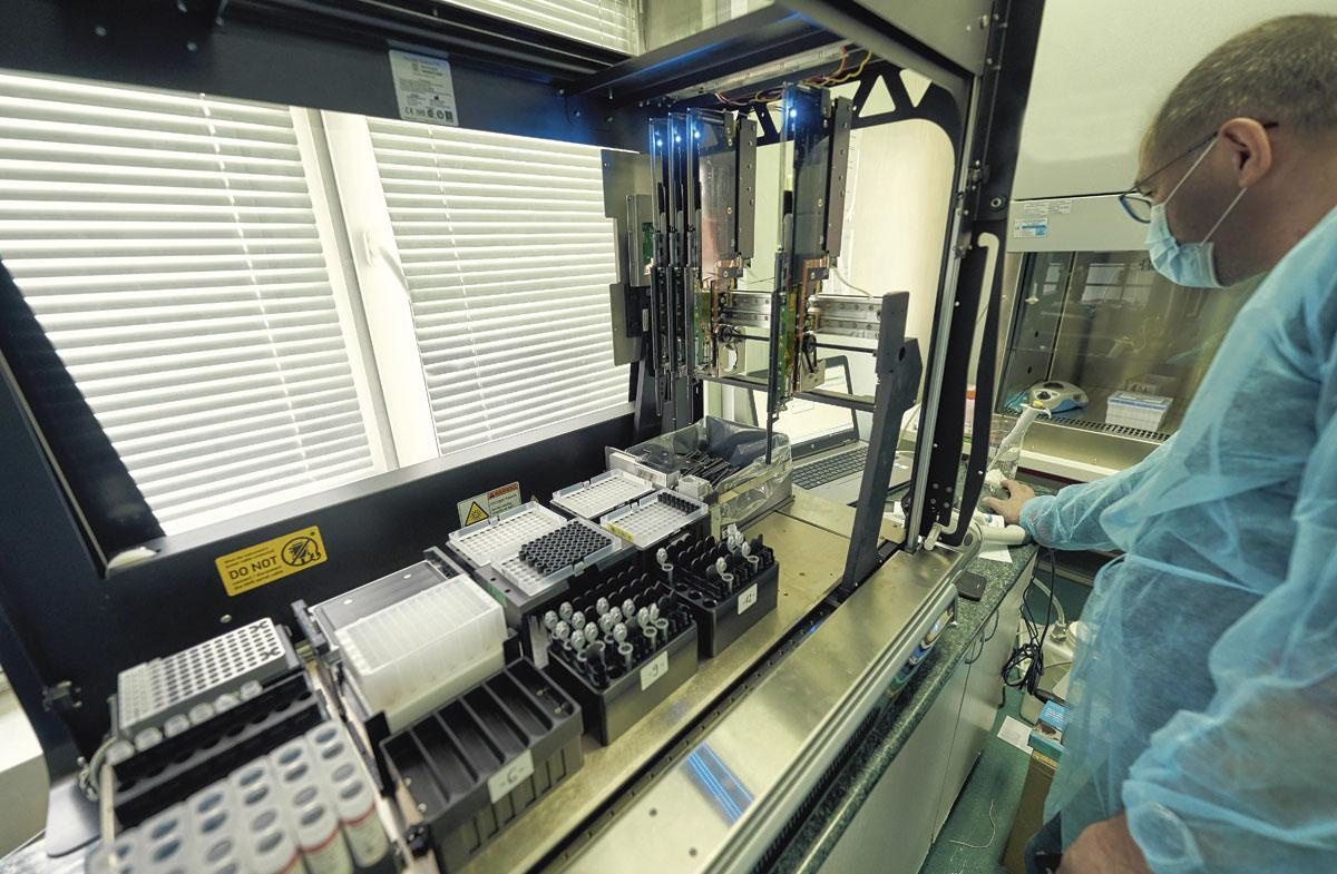 Il n'aurait pas été rationnel de demander à tous les hôpitaux de s'équiper massivement pour pouvoir réaliser des tests PCR., Getty Images