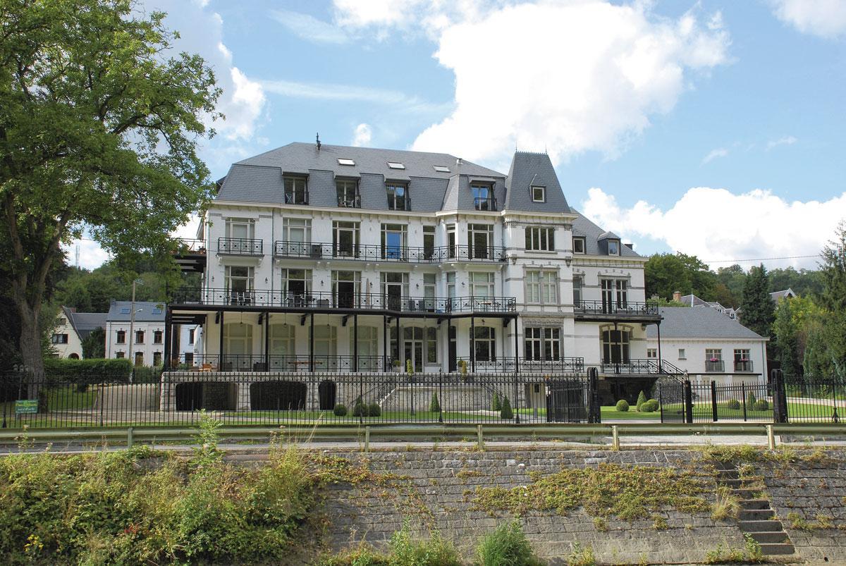 Une villa à Hastière, le long de la Meuse., SDP / OTH / W. Bultot