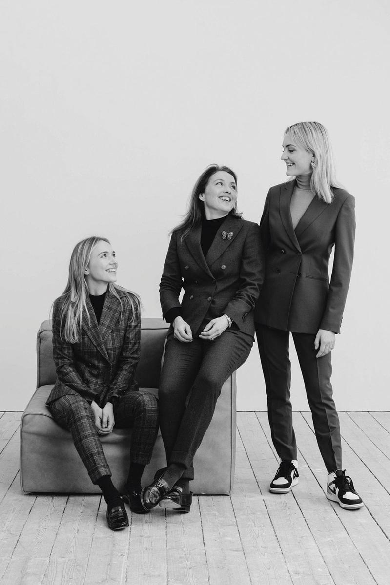 Angélique van Gils tussen haar dochters Joy (l) en Jill (r)., SENNE VAN DER VEN & EEFJE DE CONINCK